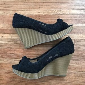 NWOT American Eagle Open Toe Black Lace Bow Wedges